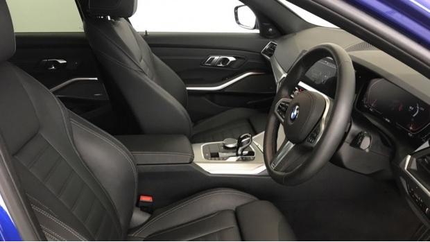 2020 BMW 320i M Sport Touring (Blue) - Image: 11