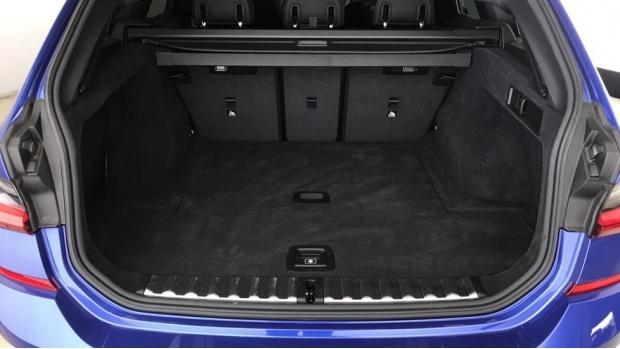 2020 BMW 320i M Sport Touring (Blue) - Image: 13