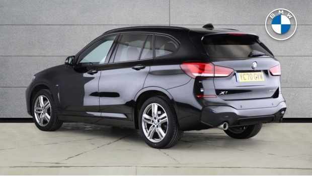 2020 BMW XDrive20i M Sport (Black) - Image: 2