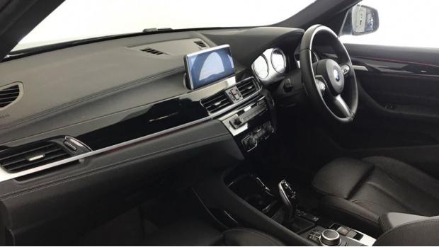 2020 BMW XDrive20i M Sport (Black) - Image: 7