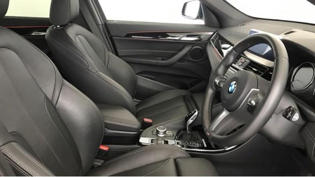 2020 BMW XDrive20i M Sport (Black) - Image: 11