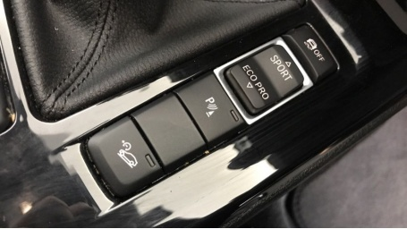 2020 BMW XDrive20i M Sport (Black) - Image: 19