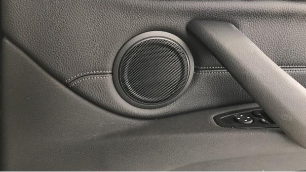2020 BMW XDrive20i M Sport (Black) - Image: 20