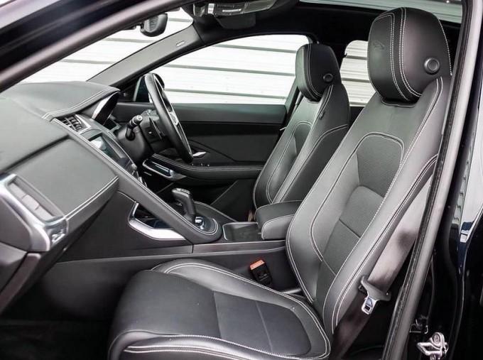 2019 Jaguar D180 R-Dynamic HSE Auto 5-door (Black) - Image: 3