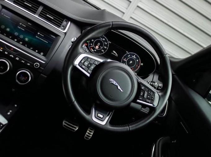 2019 Jaguar D180 R-Dynamic HSE Auto 5-door (Black) - Image: 10