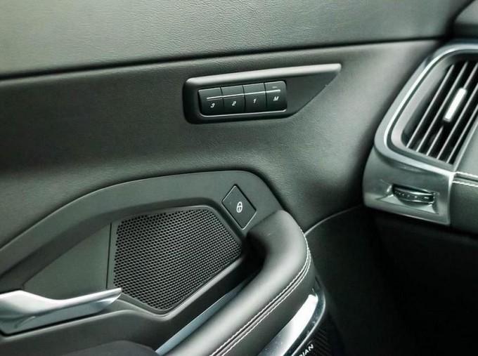 2019 Jaguar D180 R-Dynamic HSE Auto 5-door (Black) - Image: 13