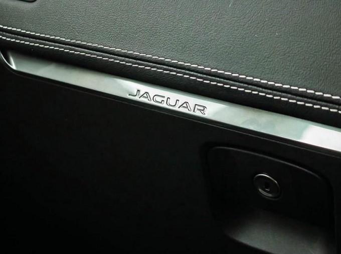 2019 Jaguar D180 R-Dynamic HSE Auto 5-door (Black) - Image: 19