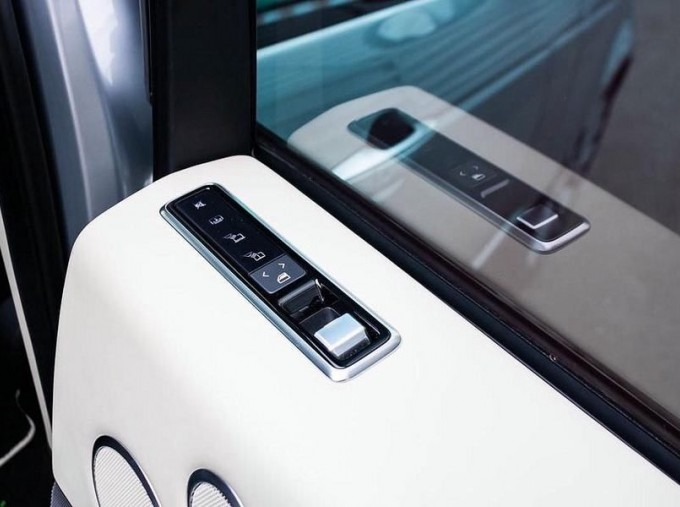 2019 Land Rover P400e 12.4kWh Autobiography Auto 4WD 5-door (Grey) - Image: 14