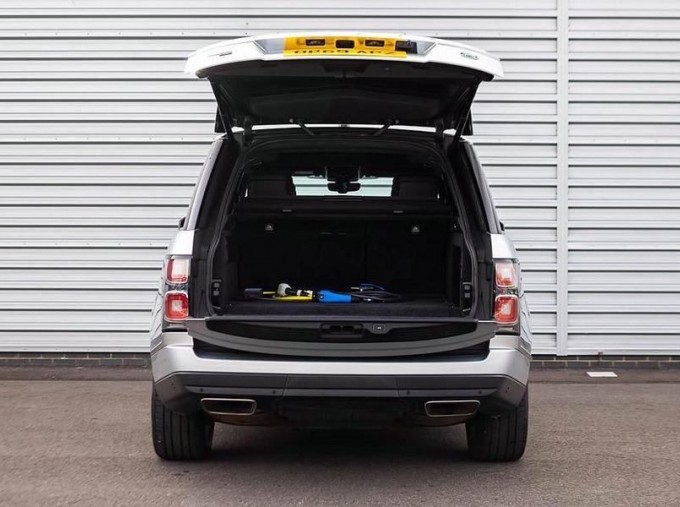 2019 Land Rover P400e 12.4kWh Autobiography Auto 4WD 5-door (Grey) - Image: 20