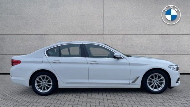 2018 BMW 520d xDrive SE Saloon (White) - Image: 3