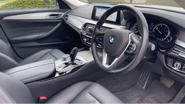 2018 BMW 520d xDrive SE Saloon (White) - Image: 6