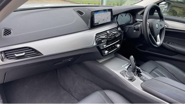 2018 BMW 520d xDrive SE Saloon (White) - Image: 7