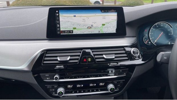 2018 BMW 520d xDrive SE Saloon (White) - Image: 8