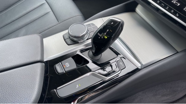 2018 BMW 520d xDrive SE Saloon (White) - Image: 10