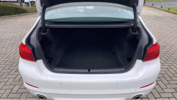 2018 BMW 520d xDrive SE Saloon (White) - Image: 13