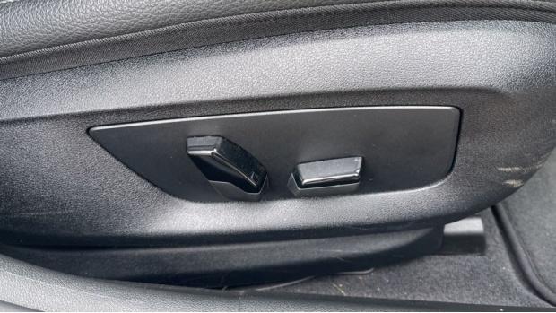 2018 BMW 520d xDrive SE Saloon (White) - Image: 24