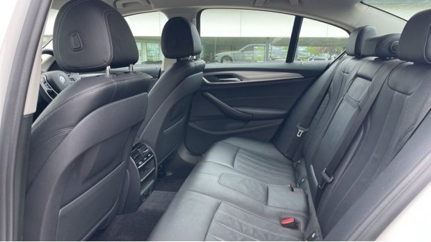 2018 BMW 520d xDrive SE Saloon (White) - Image: 34