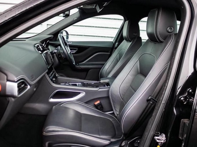 2017 Jaguar R-Sport Auto 5-door (Black) - Image: 3
