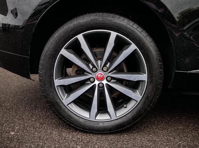 2017 Jaguar R-Sport Auto 5-door (Black) - Image: 8