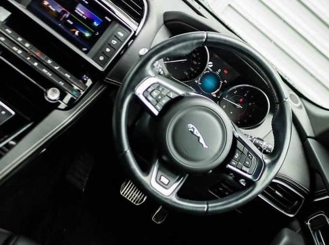 2017 Jaguar R-Sport Auto 5-door (Black) - Image: 10
