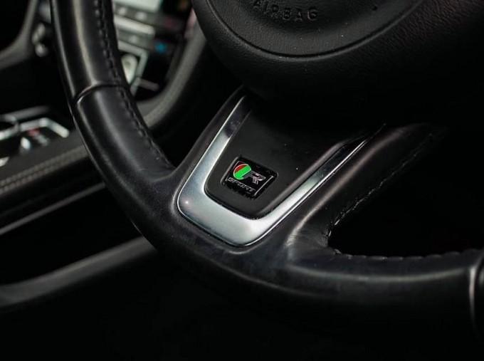 2017 Jaguar R-Sport Auto 5-door (Black) - Image: 14