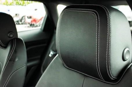 2017 Jaguar R-Sport Auto 5-door (Black) - Image: 15