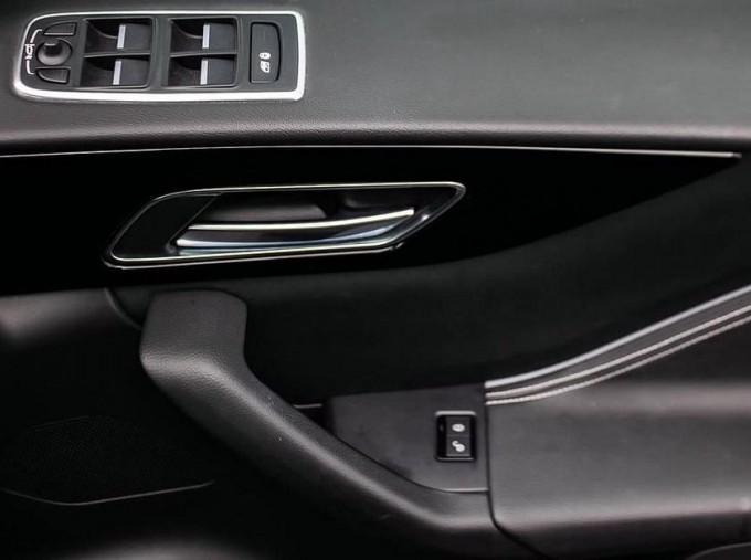 2017 Jaguar R-Sport Auto 5-door (Black) - Image: 16