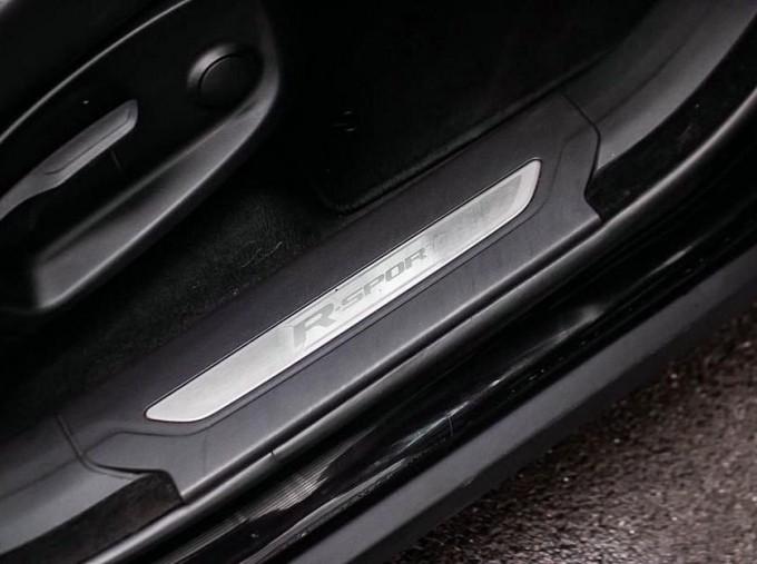 2017 Jaguar R-Sport Auto 5-door (Black) - Image: 17