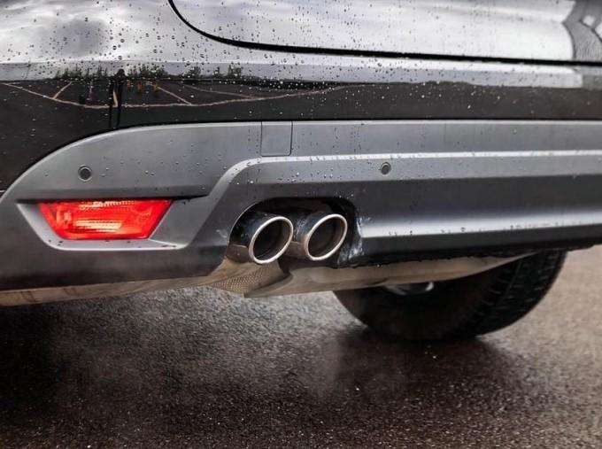 2017 Jaguar R-Sport Auto 5-door (Black) - Image: 19