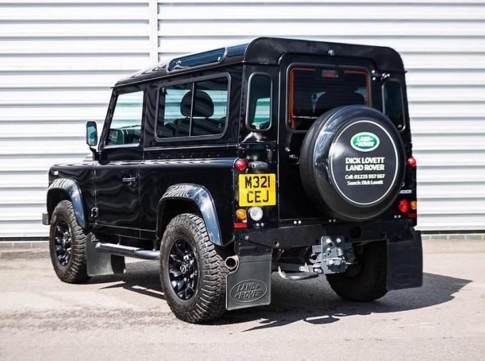 2015 Land Rover TD XS Station Wagon 3-door (Black) - Image: 2