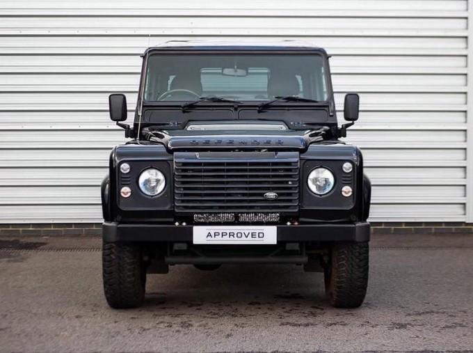2015 Land Rover TD XS Station Wagon 3-door (Black) - Image: 7