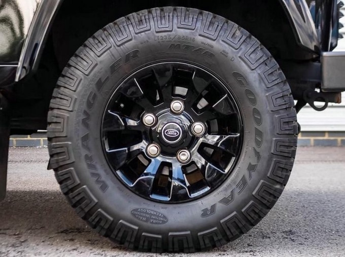 2015 Land Rover TD XS Station Wagon 3-door (Black) - Image: 8