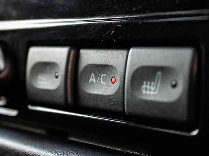 2015 Land Rover TD XS Station Wagon 3-door (Black) - Image: 13