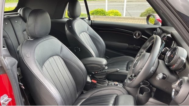 2018 MINI Cooper Exclusive (Red) - Image: 11