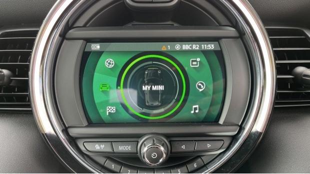 2021 MINI Electric Level 2 (Green) - Image: 39
