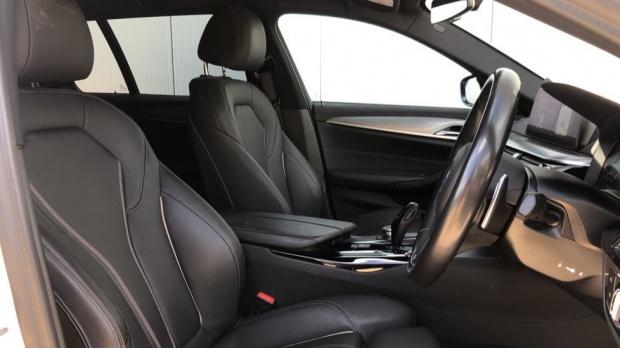 2019 BMW 520d M Sport Touring (White) - Image: 11