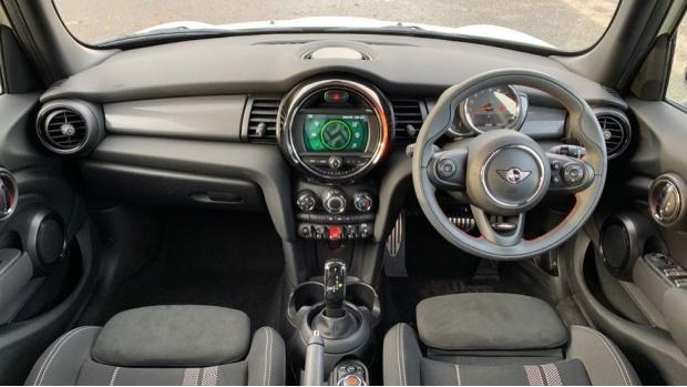 2020 MINI 5-door Cooper Sport (White) - Image: 4