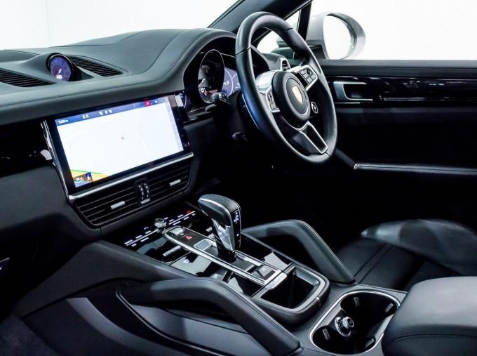 2020 Porsche V6 S Tiptronic 4WD 5-door  - Image: 3