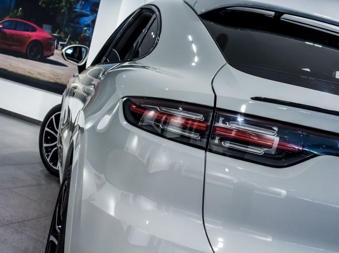 2020 Porsche V6 S Tiptronic 4WD 5-door  - Image: 10