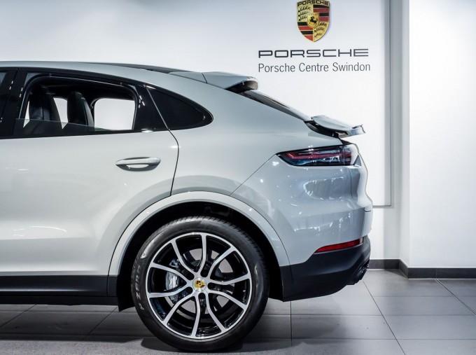 2020 Porsche V6 S Tiptronic 4WD 5-door  - Image: 16