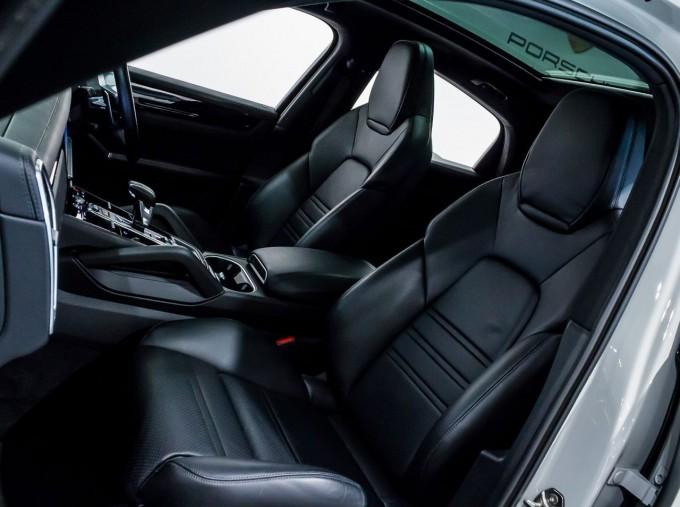 2020 Porsche V6 S Tiptronic 4WD 5-door  - Image: 23
