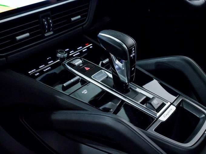 2020 Porsche V6 S Tiptronic 4WD 5-door  - Image: 24