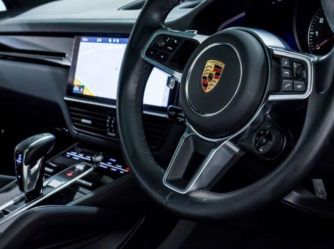 2020 Porsche V6 S Tiptronic 4WD 5-door  - Image: 26