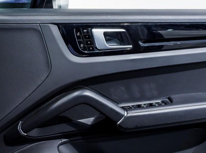 2020 Porsche V6 S Tiptronic 4WD 5-door  - Image: 30