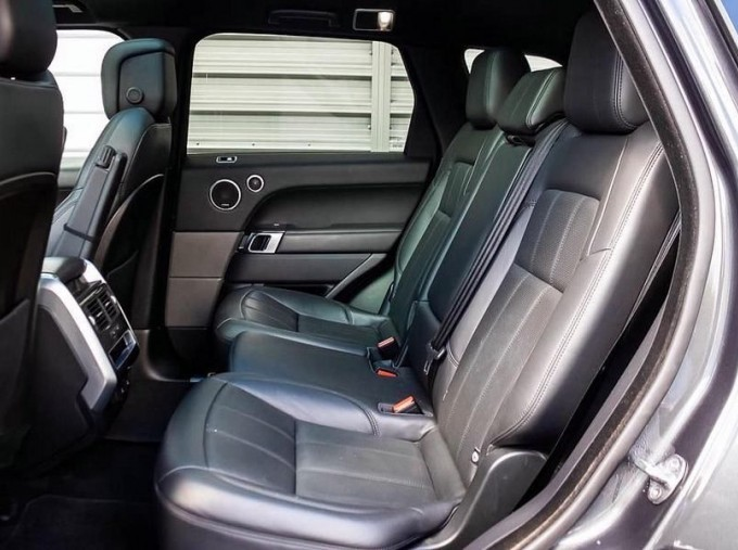 2018 Land Rover P400e 13.1kWh HSE Dynamic Auto 4WD 5-door (Grey) - Image: 4