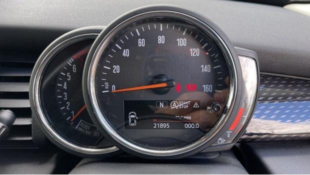 2018 MINI Cooper S 3-door Hatch (Red) - Image: 9