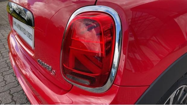 2018 MINI Cooper S 3-door Hatch (Red) - Image: 22