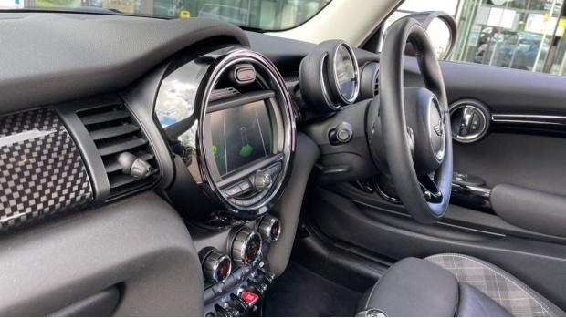 2018 MINI Cooper S 3-door Hatch (Red) - Image: 32