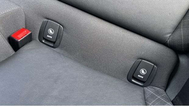 2018 MINI Cooper S 3-door Hatch (Red) - Image: 33