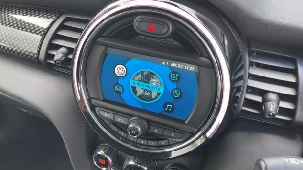 2018 MINI Cooper S 3-door Hatch (Red) - Image: 39